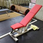 トレーニング器具のシート/背モタレの修理です。